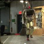 Darpa testa  robô que pode subir escadas